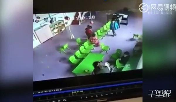 Clip ghi lại cảnh cô giáo đánh trẻ mầm non