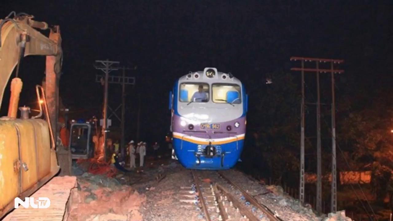 Thông tuyến xe lửa Bắc - Nam qua cầu Ghềnh
