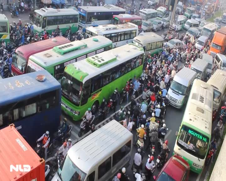 Lại kẹt xe kinh hoàng trên xa lộ Hà Nội