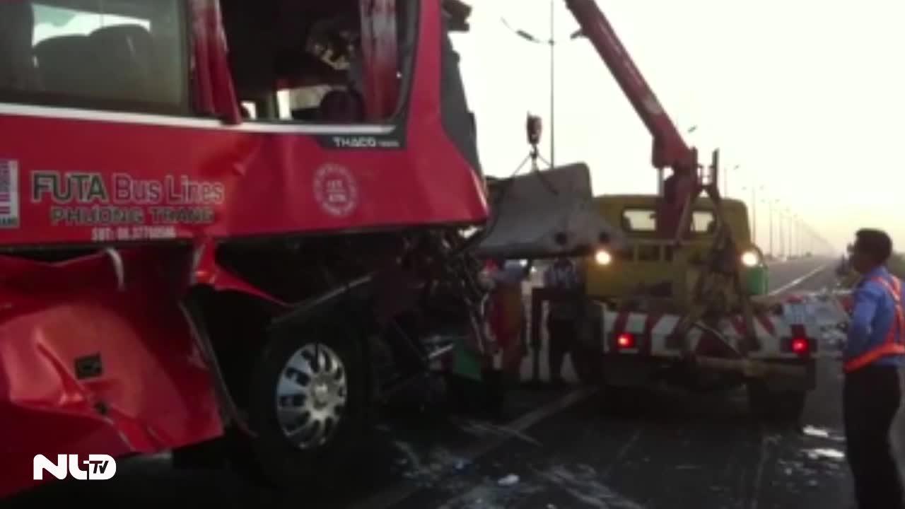 Ôtô tông 2 xe tải trên cao tốc Trung Lương, 1 người chết, 9 người bị thương