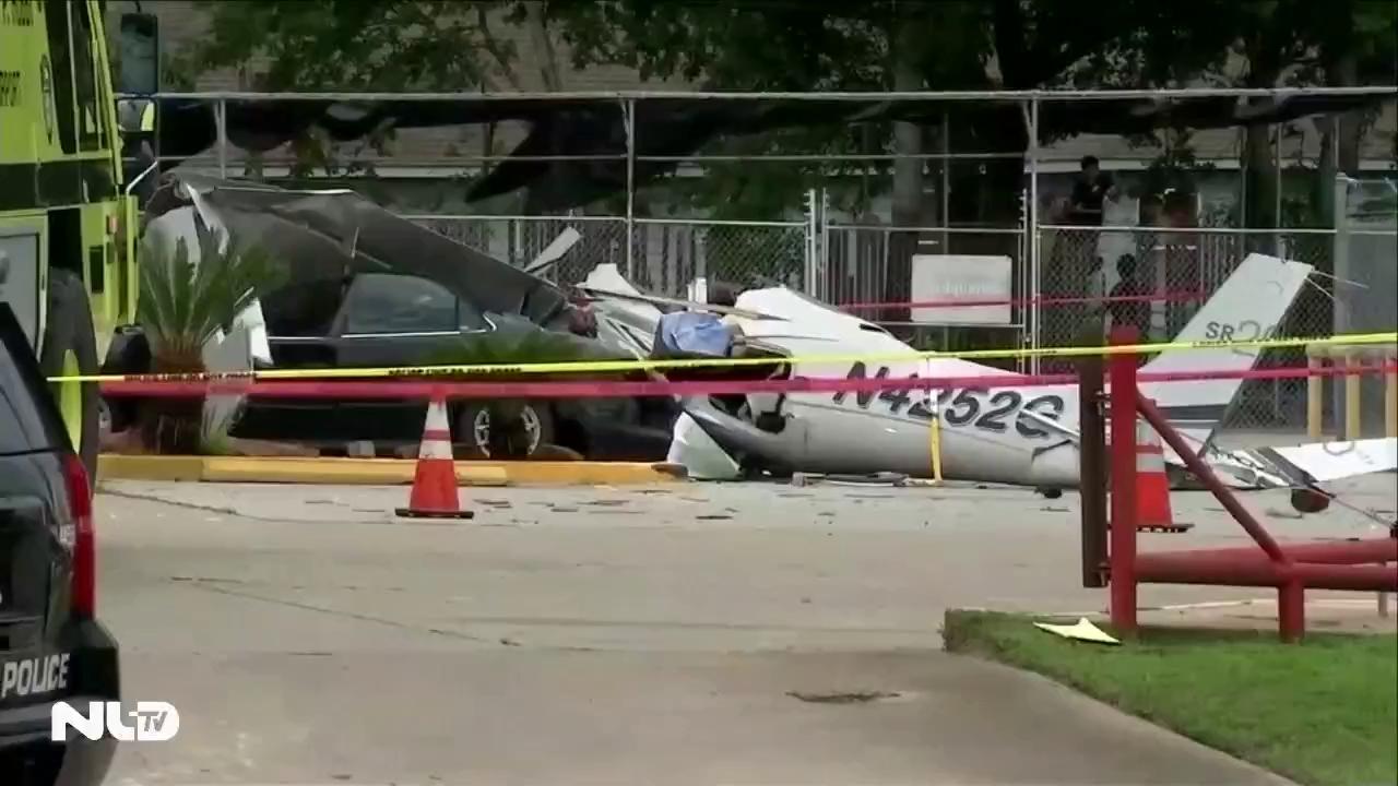 Máy bay rơi trúng ô tô, 3 người chết