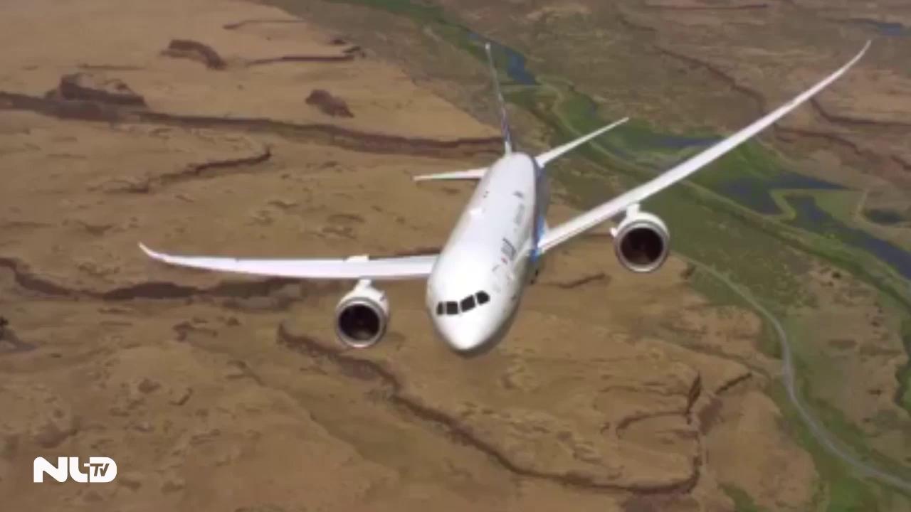 Clip: Máy bay Boeing 787-9 Dreamliner cất cánh gần như thẳng đứng