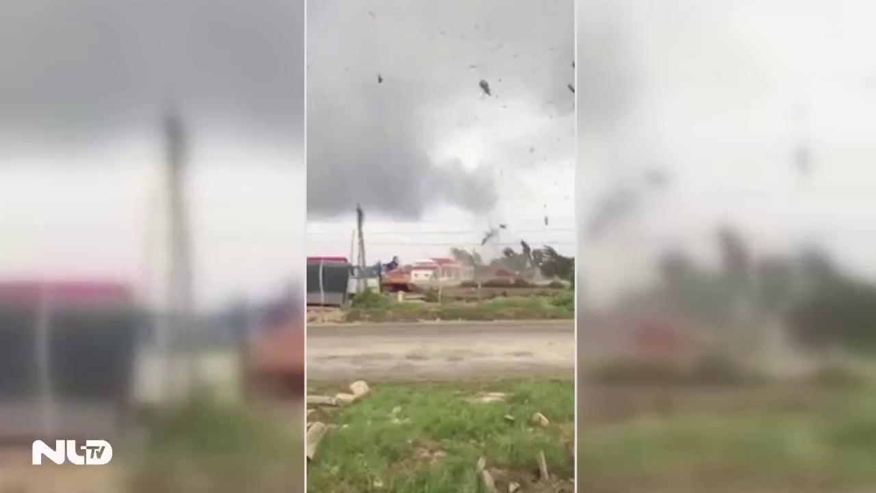 Lốc xoáy và vòi rồng gây thiệt hại tại Bạc Liêu