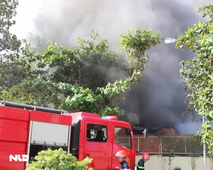Đồng Nai: Cháy lớn, một kho phế liệu bị thiêu rụi