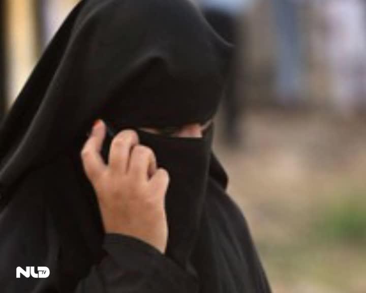 IS chặt tay 3 phụ nữ vì dùng điện thoại di động