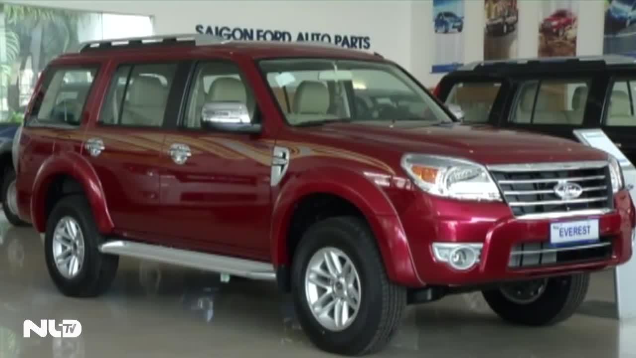 Ô tô giá 200 triệu đồng chào hàng người Việt