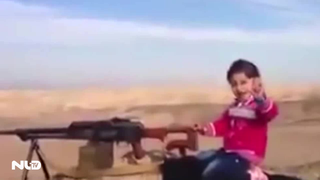 """Bé gái người Kurd xả súng máy """"tiêu diệt 400 chiến binh IS"""""""