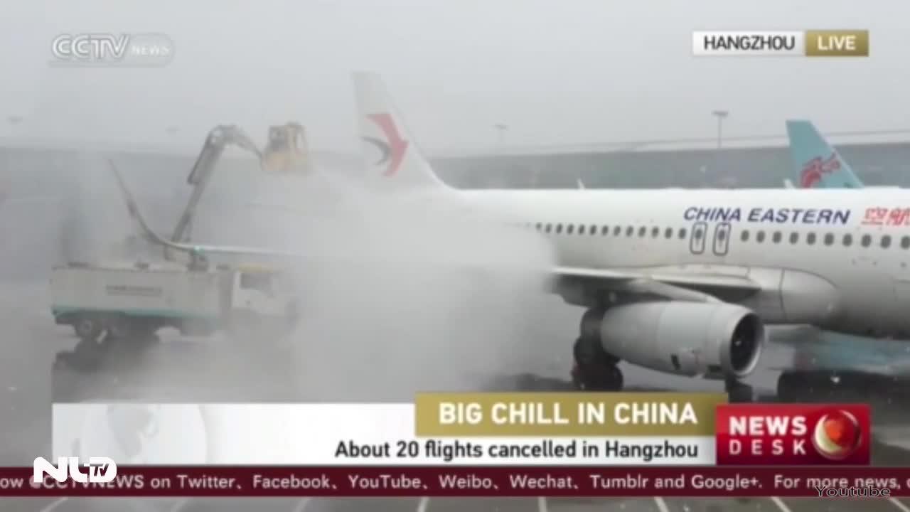 Trung Quốc chìm trong giá rét, đóng cửa sân bay, quốc lộ