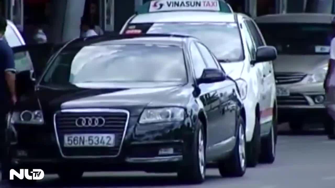 Ô tô đậu quá 3 phút trong sân bay Tân Sơn Nhất sẽ bị cẩu đi