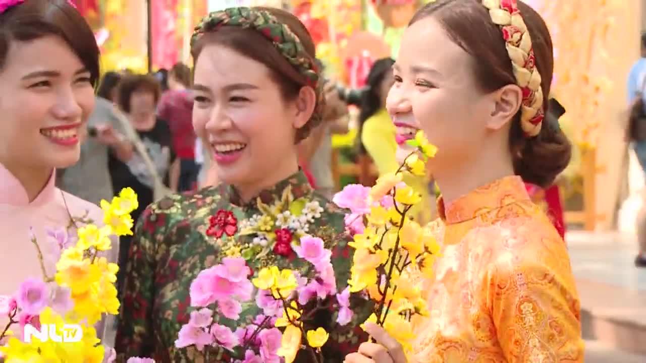 Phóng sự: Áo dài cách tân – cơn sốt mới của phụ nữ Việt