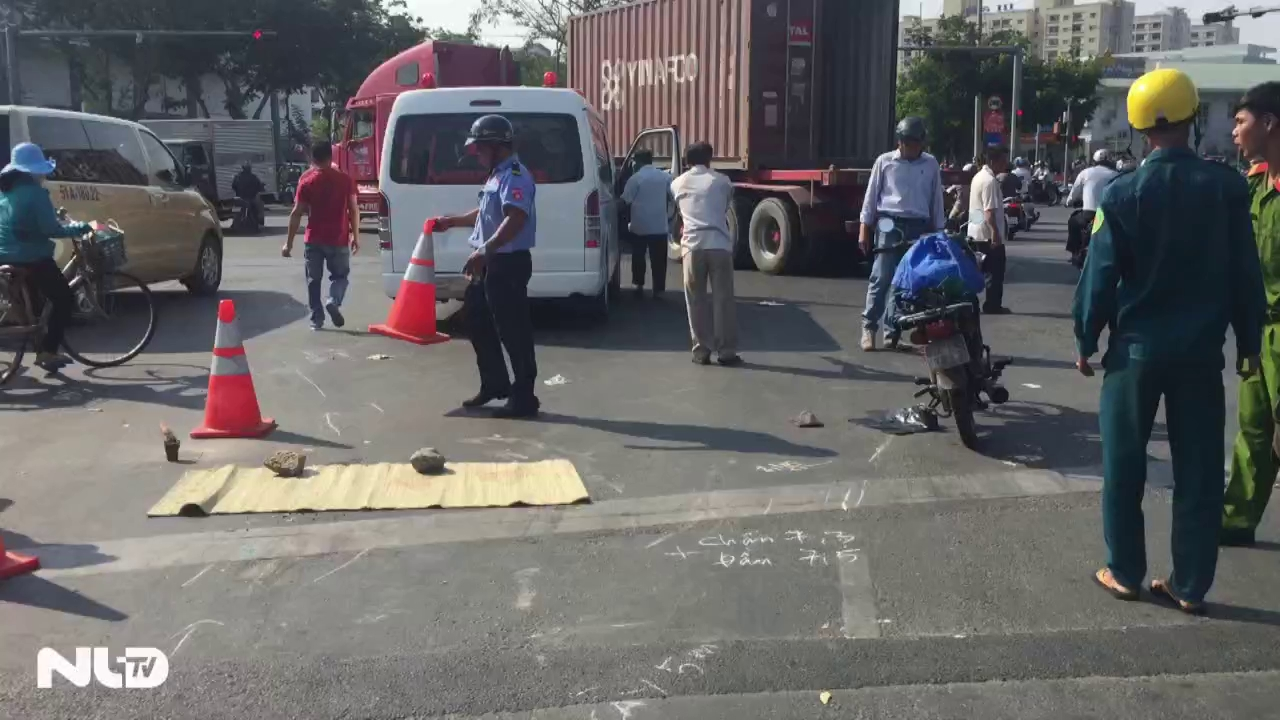 Va chạm với xe container, một nạn nhân tử vong