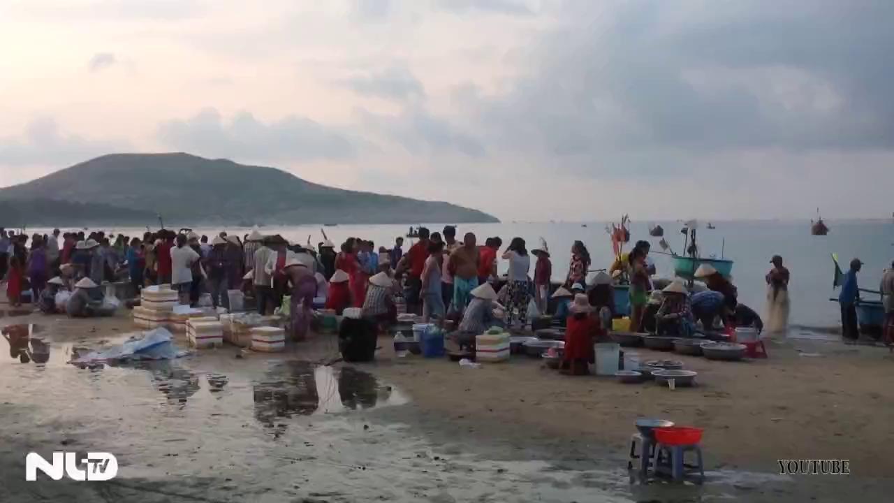 Khách du lịch tràn ngập Phan Thiết, Đà Lạt