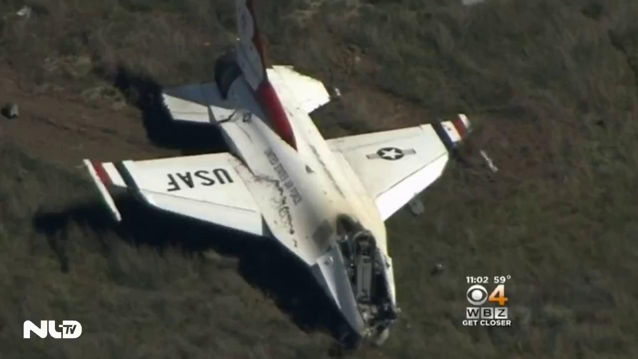 Máy bay rơi trước mặt Tổng thống Obama