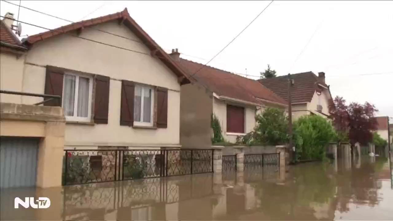 Sông Seine vỡ bờ, Pháp ngập lụt hơn 100 năm qua