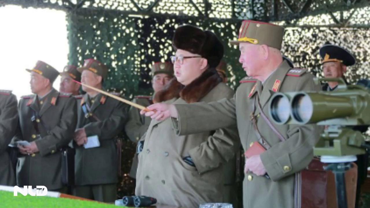 Ông Kim Jong-un tăng 40kg, mất ngủ vì lo sợ