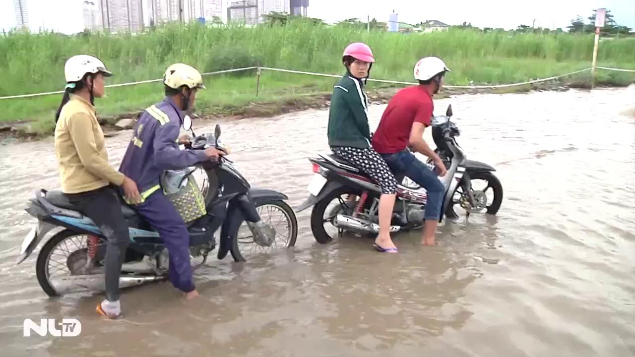 Ghi nhanh: TP HCM: Đường ngập lút hai tháng sau mưa