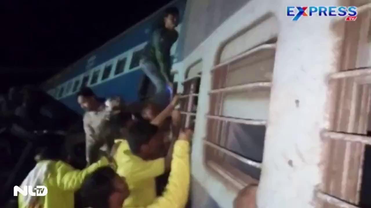 Xe lửa trật đường ray: Hơn 13 người chết, 100 người bị thương
