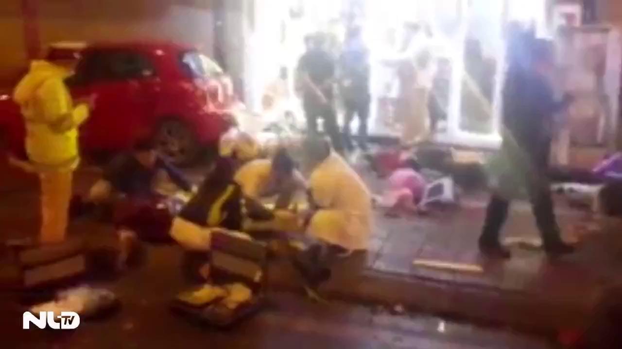 Ô tô tông hàng loạt xe máy, nhiều người bị thương