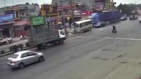 Gây họa vì sang đường không quan sát