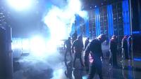 Britney Spears trình diễn sôi động và gợi cảm