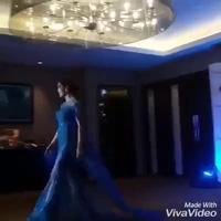 Nam Em trình diễn trang phục dạ hội.