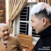 Clip thanh niên bị bà mắng xối xả vì nhuộm tóc trắng như người già