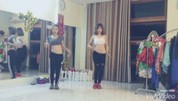"""Hai cô gái trẻ múa bụng quyến rũ trên nền nhạc """"Lạc trôi"""" của Sơn Tùng M-TP"""
