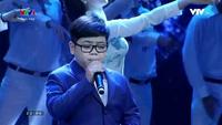 """Như Khôi và nhóm The Wing hát """"We Are The World"""" trong chương trình Lễ bế mạc Liên hoan Film Quốc Tế Hà Nội"""