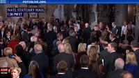 Tổng thống Trump bắt tay bà Clinton tại tiệc trưa nhậm chức