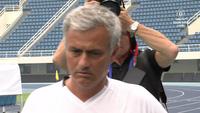 HLV Mourinho tổ chức họp báo ngoài trời