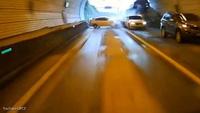 Xe buýt mất lái gây tai nạn trong đường hầm