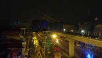 Cẩu toa tàu đầu tiên lên ray đường sắt trên cao