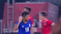 Bàn ấn định chiến thắng 4-0 của Chanathip Songkrasin bên phía Thái Lan