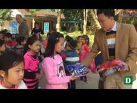 Trao hơn 500 bộ quần áo tới học sinh Cam Lâm
