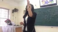 Cô giáo hướng dẫn cách sử dụng bao cao su gây sốt mạng