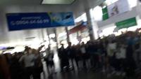 Bạn trẻ Đà Nẵng phấn khích đón chào Seungri tại sân bay.