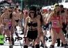 Hàng nghìn cô gái diện bikini mỏng manh khoe tài trượt tuyết điêu luyện