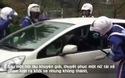 Phản ứng bất ngờ của CSGT Nhật Bản khi chặn xe