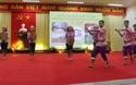 Sinh viên biểu diễn các tiết mục truyền thống của đồng bào Khmer