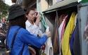 Tủ quần áo miễn phí cho người nghèo trên vỉa hè Hà Nội