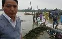 Chủ tịch xã Duy Vinh trao đổi với PV về công tác gia cố con đường bị lũ cuốn trôi