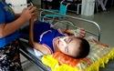 Thương người đàn bà kiếm ăn từng bữa trong bệnh viện… để chăm con trai bị điện giật
