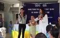 Hoàng Oanh, Thuỳ Dung khoe giọng hát giao lưu cùng trẻ em khuyết tật.