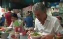 Anthony Bourdain ăn phở ở Việt Nam