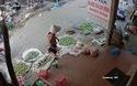 Xuất hiện clip chém nhau kinh hoàng giữa khu chợ, 1 người tử vong