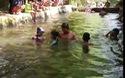 Dạy bơi cho học sinh cấp 1 trường tiểu học Phú Mỹ 1 trong bể xả trạm bơm