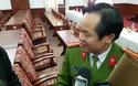 Đại tá Đặng Ngọc Sơn, Phó Giám đốc Công an tỉnh Thừa Thiên Huế trao đổi về các thủ đoạn của nghi phạm cướp ngân hàng