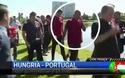 Cristiano Ronaldo bất ngờ giật micro của phóng viên và ném xuống hồ khi được phỏng vấn