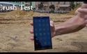 Smartphone Turing Phone vẫn sống sót sau khi bị máy xúc cán qua