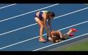 Hành động đẹp của hai vận động viên trên đường đua Olympic